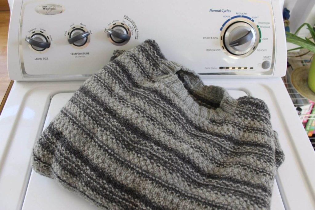 Стирка шерстяного свитера: основные требования